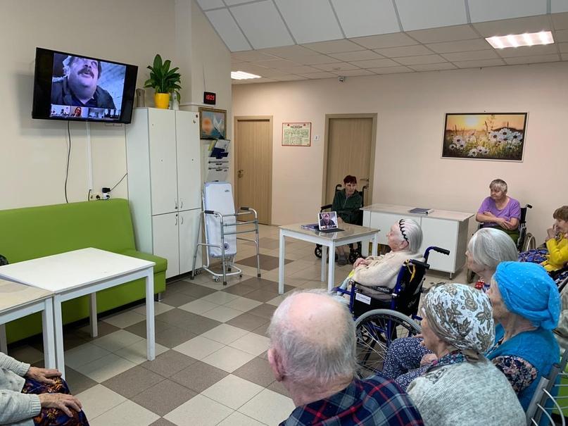 Татарстанцы стали участниками проекта «Бабушка Онлайн» с писателем Дмитрием Быковым, изображение №1