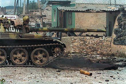 Т-62 в Чечне во время одной из спецопераций, село Карамахи