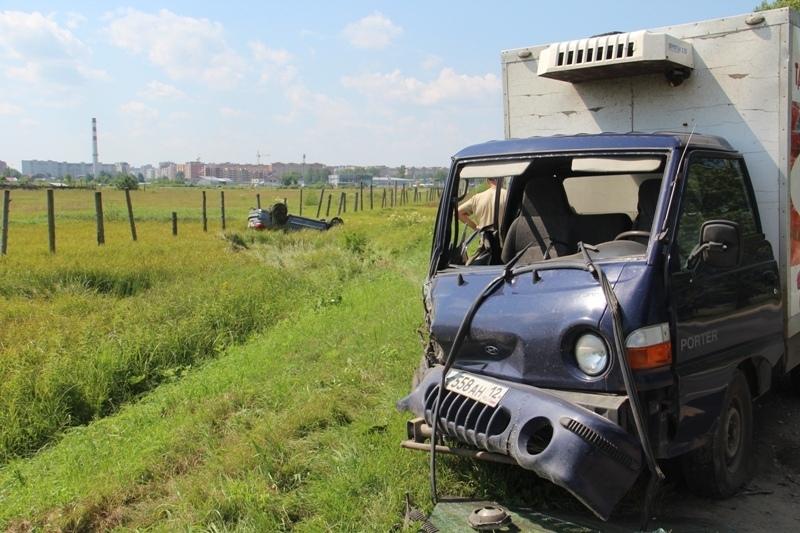 Из-за неудачного обгона на Сернурском тракте пострадал водитель Джипа