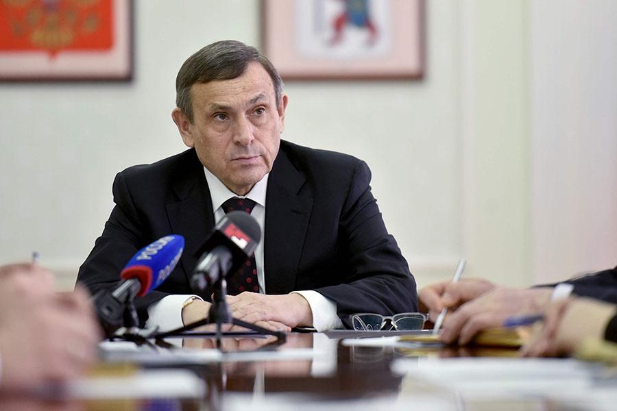 Глава Марий Эл Александр Евстифеев поздравляет жительниц республики с Международным женским днём: