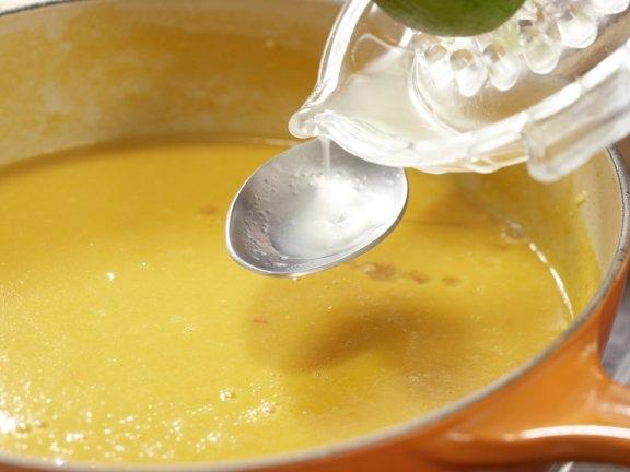 Аппетитный суп из сладкого картофеля с пряной курицей, изображение №5