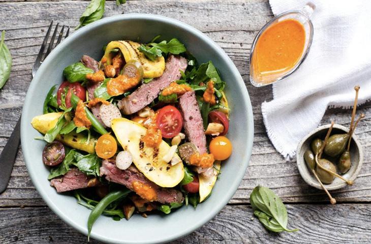 Шедевральные салаты со стейком, изображение №3